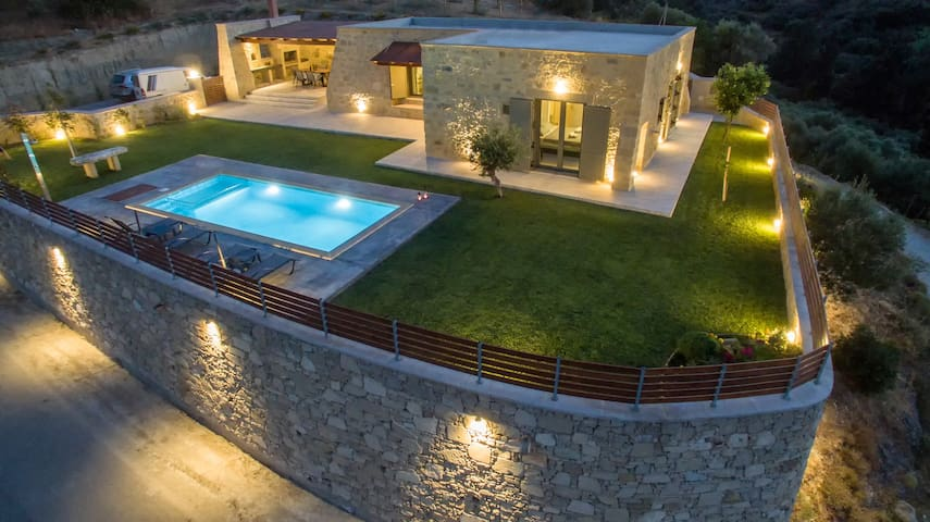 Arietta Villa | With private pool