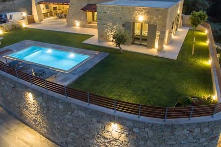 Arietta Villa   With private pool