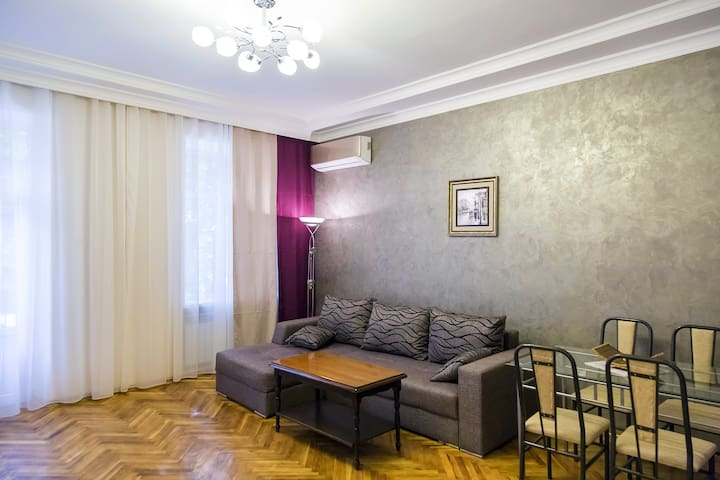 Spacious and modern apartment in the city center