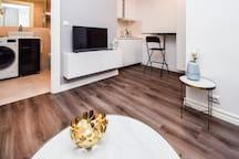 NEW Wonderful Studio Apartment*GREAT LOCATION*
