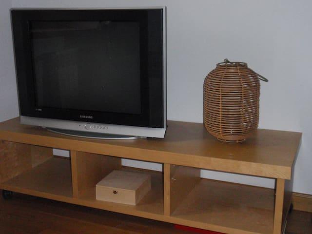 Televisión y wifi en la habitación