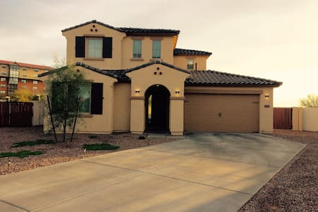 4bed/3bath minutes from Final Four! - Peoria - House
