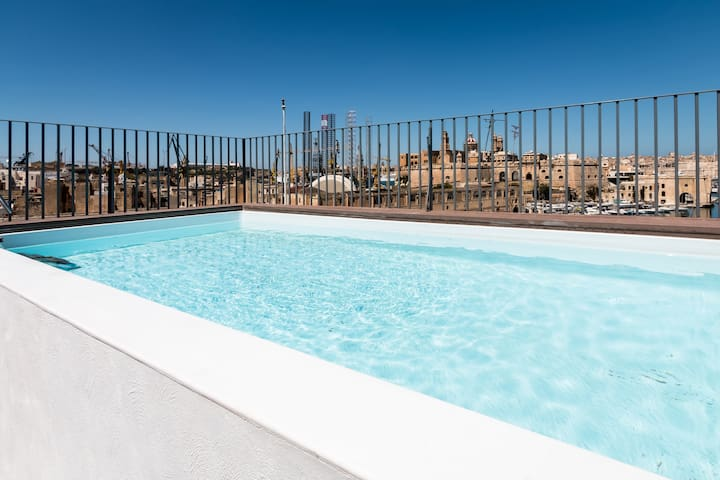Spectacular Views of Valletta and Birgu from 5th floor pool area