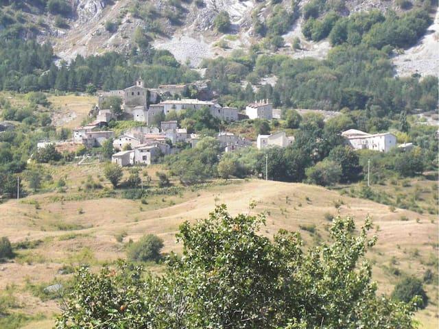 Stone house, Roccacaramanico - Roccacaramanico - Hus