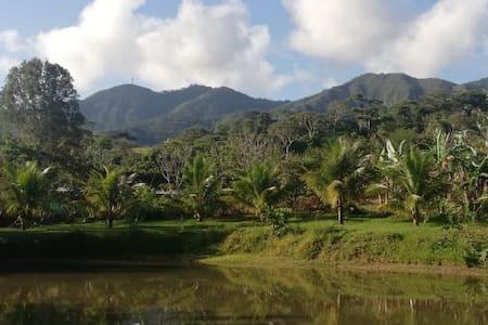 Hermosa casa de campo junto al lago