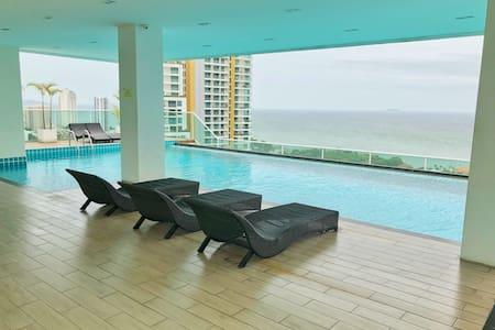 一线海景 拎包入住 免费海景无边泳池 免费停车场 免费健身房 免费桑拿 免费淋浴 风景优美 环境安静