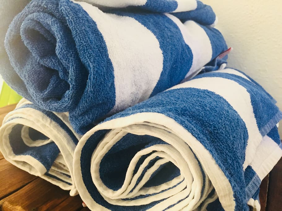 Puedes usar estas toallas para salir a la playa. You can use these towels if you want to go to the beach!