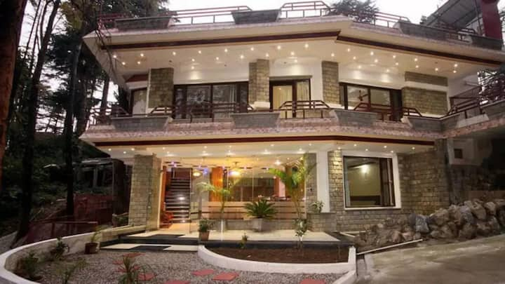 Deluxe Room having modern amenities in Mcleodganj