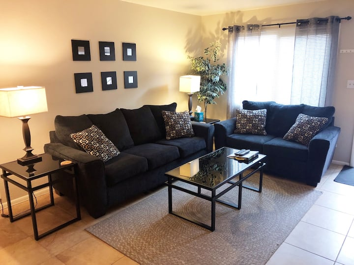 Patio Townhome, Cozy & Close to Everything!