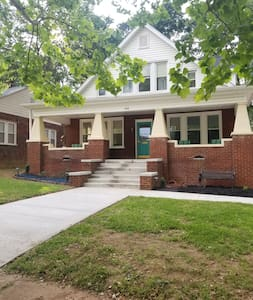 Charming Teal house 3 BR/2 BA downtown Spartanburg