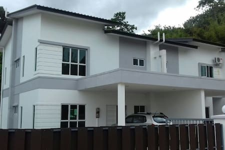A Nice 3-Bedroom Guest House For The Whole Family - Sengkurong - Haus
