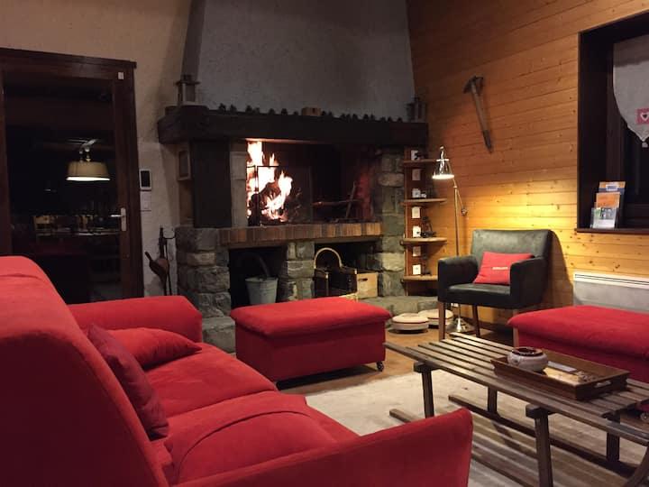 """CHALET  COSY """"LES AUPILLOUS"""" avec Sauna & Jaccuzzi"""