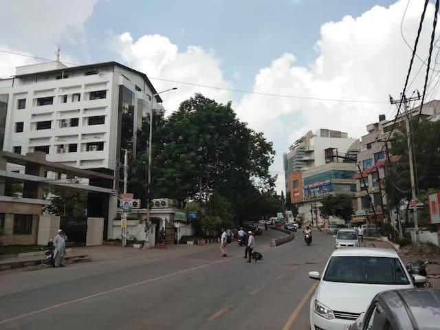 Muneer Heights: 2 BHK, A/c, Rd # 10, Banjara Hills