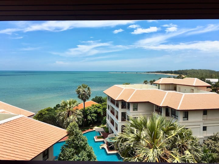 Penthouse 3 bedrooms beach front condo with panoramic seaview