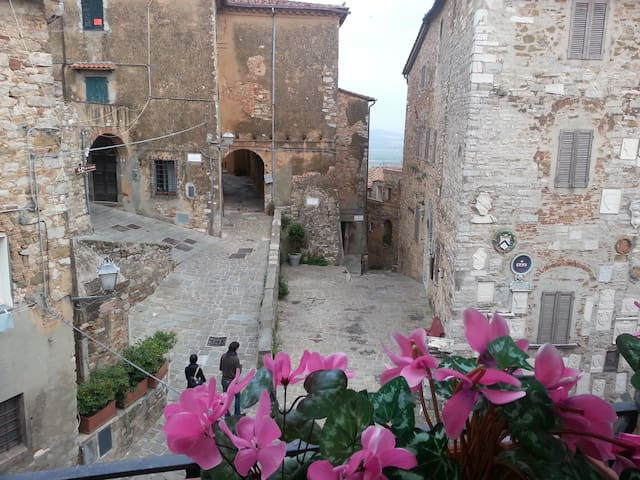 Open space in palazzo storico - Campiglia Marittima - Apartment