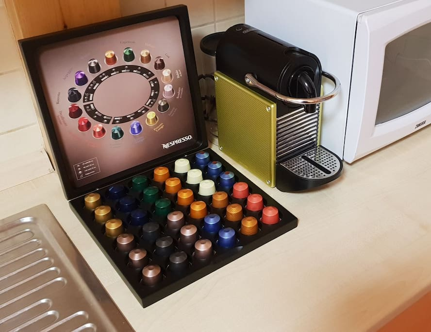 Nespresso coffee maker & capsules