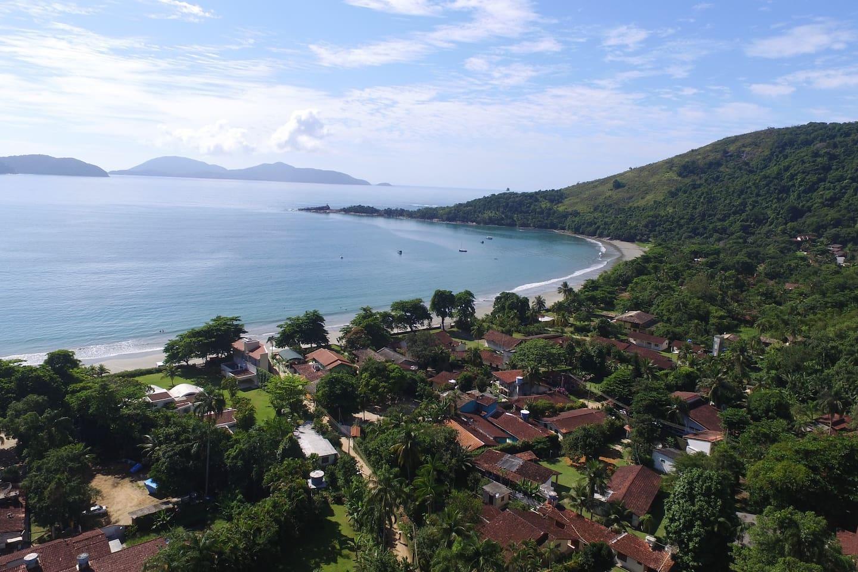 Vista aérea da casa. Estamos a 150 metros da praia da Fortaleza.