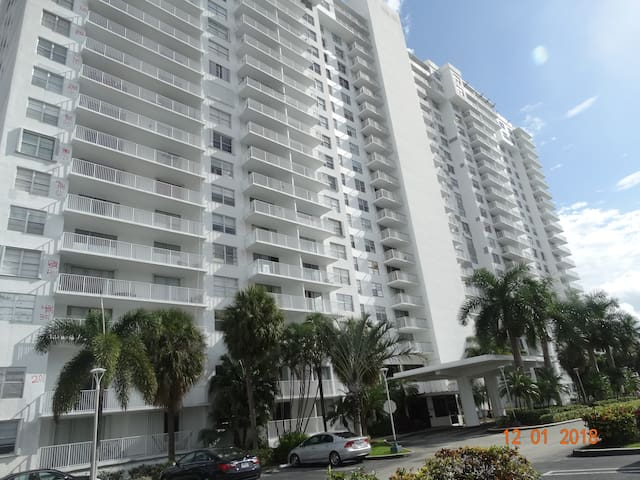 Awesome Apt 2/2 in Aventura