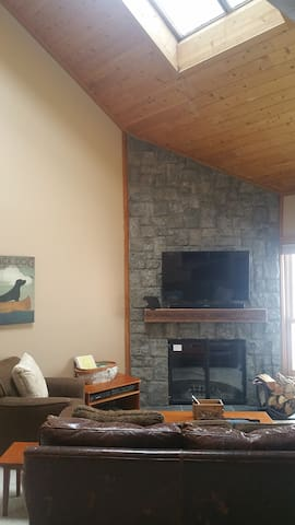 Trail Creek 2 bed ski home walk/shuttle to lifts - Killington - Társasház