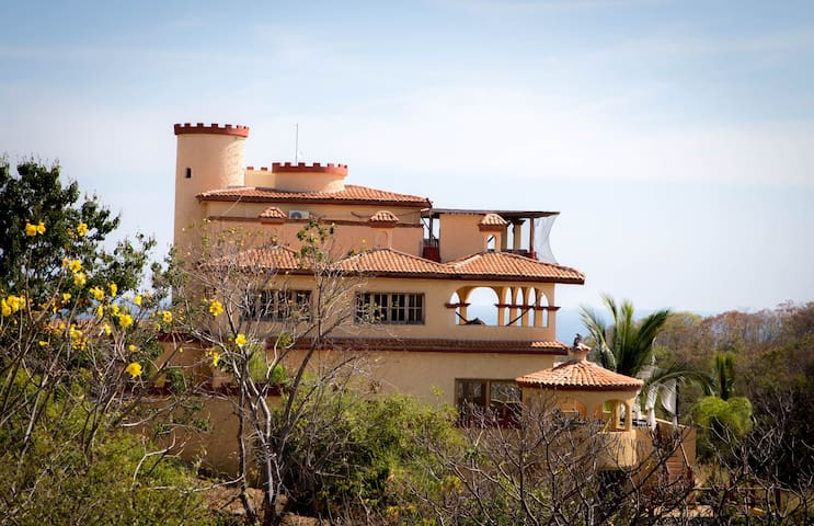 Casa Xcaanda Oceanfront with Pool - Puerto Ángel - House