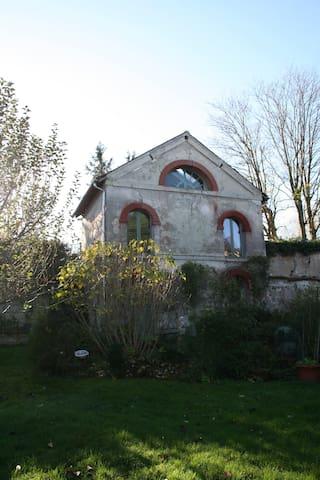 Maisonette rénovée atypique - Mours - Dom