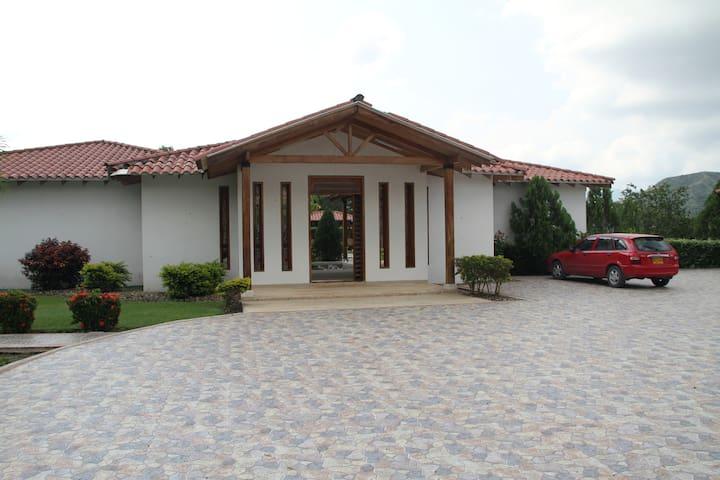 Casa Quinta en condominio en La Dorada - Caldas