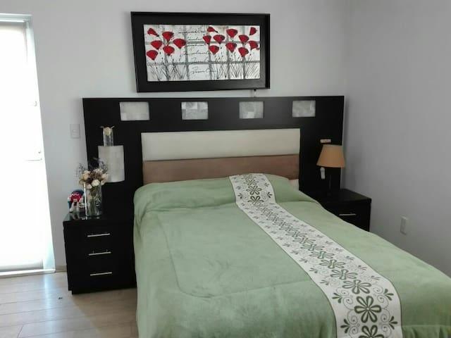 Cómoda y amplia habitación en Qro - Santiago de Querétaro - บ้าน