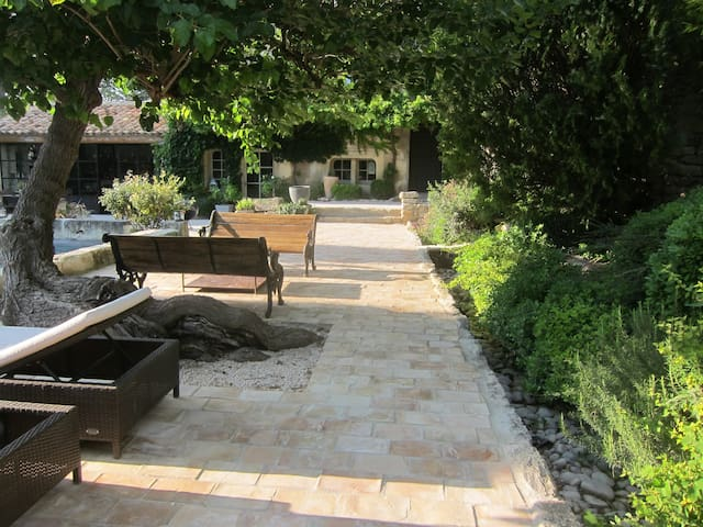 Mazet in the heart of the Provence - La Barben - Hus