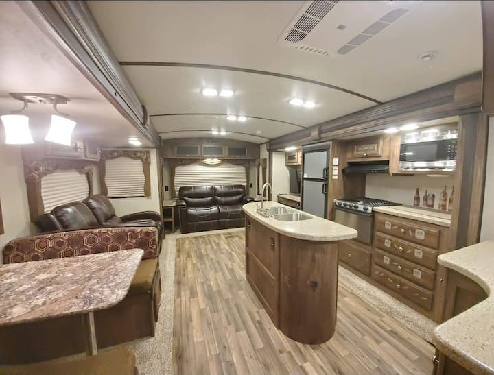 Cape Charles Cougar RV w/ HUGE LR & King Bed