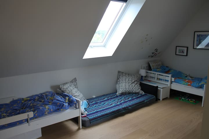 Kidsroom with two juniorbeds and extra madras on the floor
