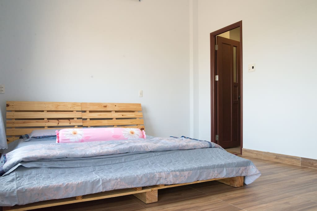bedroom #1 pallet bed and pure latex mattress