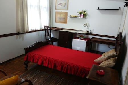 Suíte em casa no Jardim Chapadão