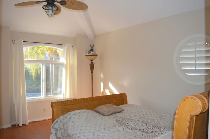 Private Bedroom/Bath in Calabasas Gated Community