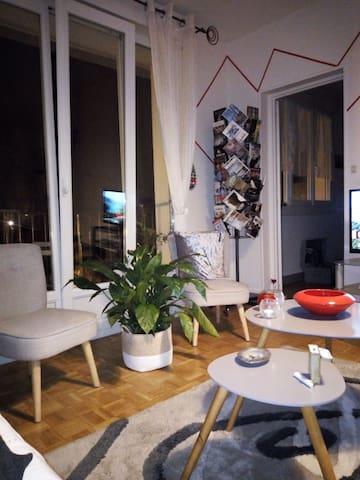 Chambre privée dans appartement lumineux