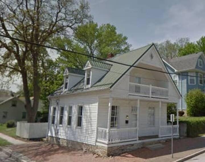 Hermann Historic Chalet 3 Bedroom  Harbor Haus
