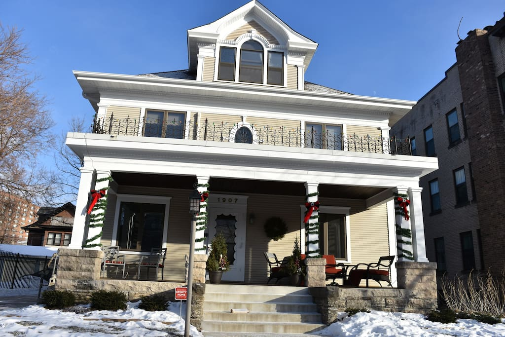 The Lowry Hill Mansion at the Holidays!
