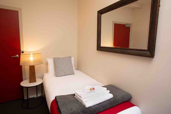 Macquarie House Hobart - Single Room 9