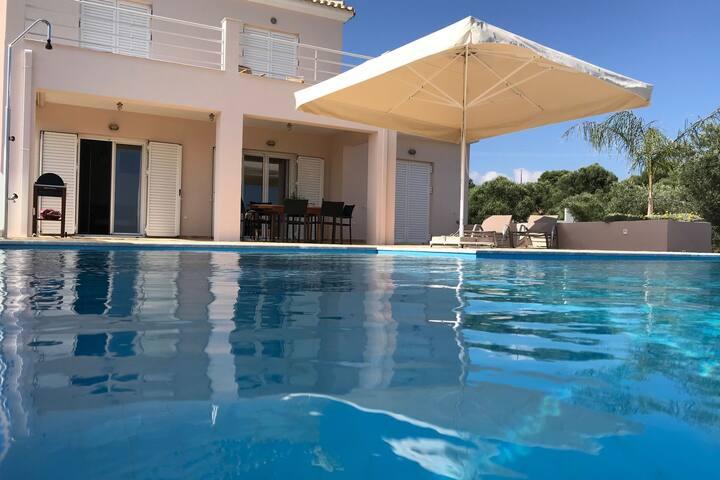 Lujosa villa en Kamaria Peloponeso con piscina