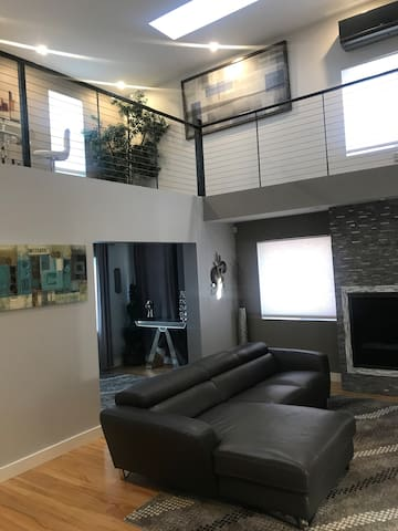 """Mpls Uptown Lux Property 5star Airbnb """"Super Host"""""""