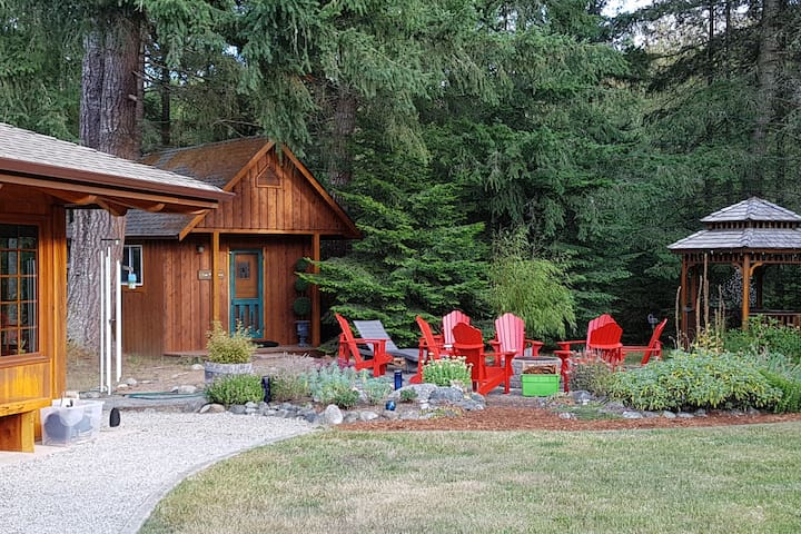 Studio Cedar Cabin on acreage