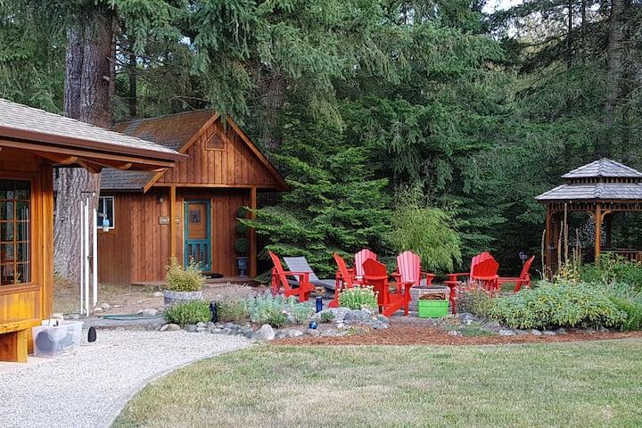 Cozy Cedar Cabin on acreage
