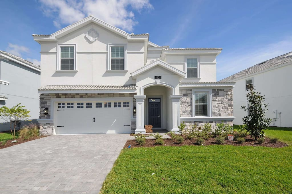 This stunning 8 bedroom pool home is located on the fabulous ChampionsGate Resort and is the perfect location for a family visit to the theme parks, shops, attractions and restaurants of Orlando.