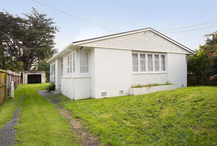 Lovely 3 Bedrooms House in 12 Phyllis St