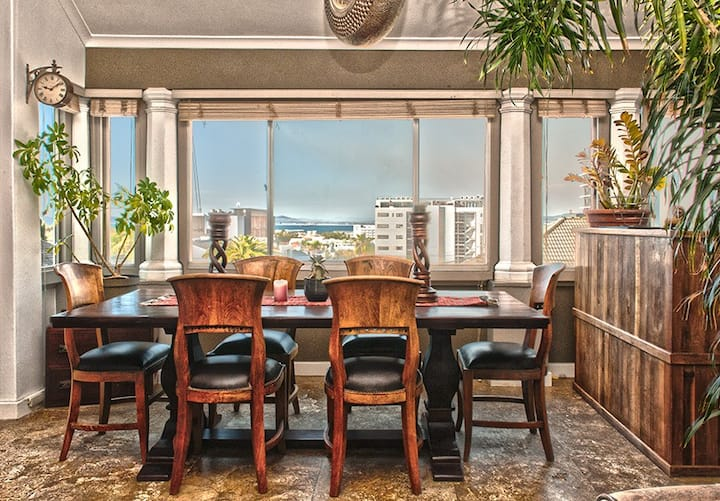Stunning Art-Deco Apartment