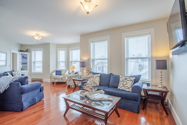 Spacious Downtown Boothbay Apartment