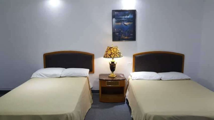 天宁洛瑞林恩酒店  Tinian Lorilynns Hotel (ROOM 6)