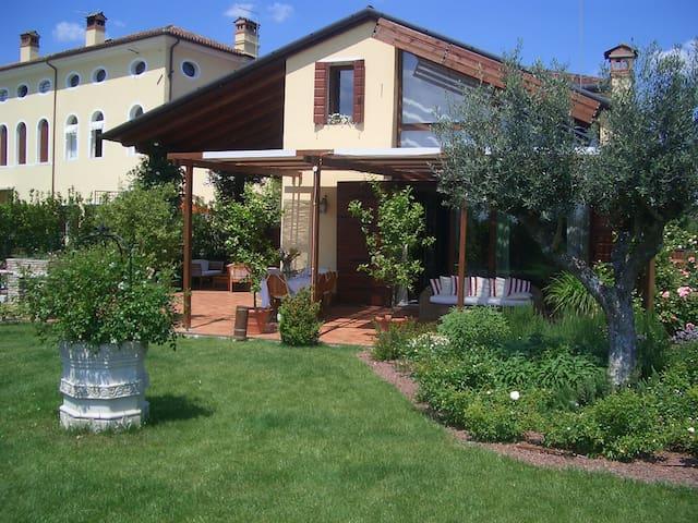 Exclusive villa with garden - Conscio - House