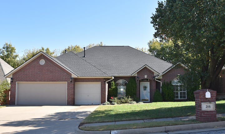 Cozy, comfortable, 3 Bedroom Home in Edmond