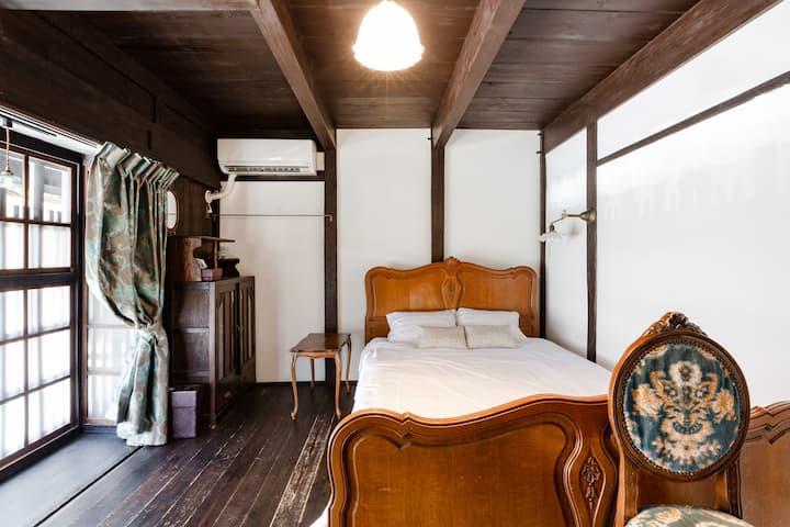 月屋【三日月】大正ロマン香る洋室 朝食はお部屋でごゆるりと