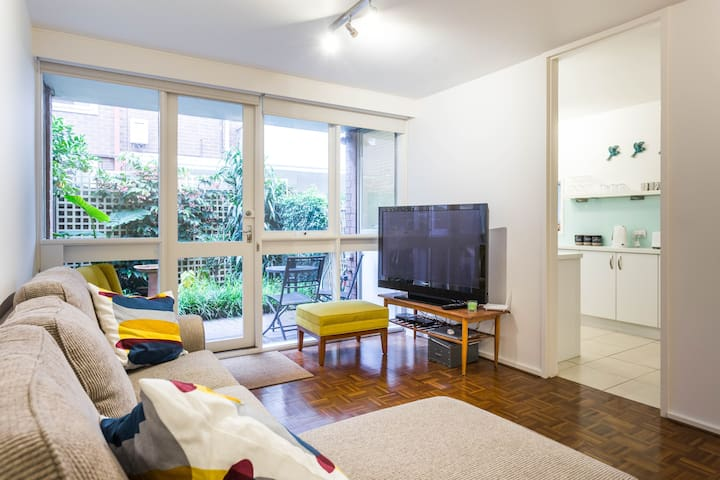 StKilda beach comfy dble - near park, pubs & city